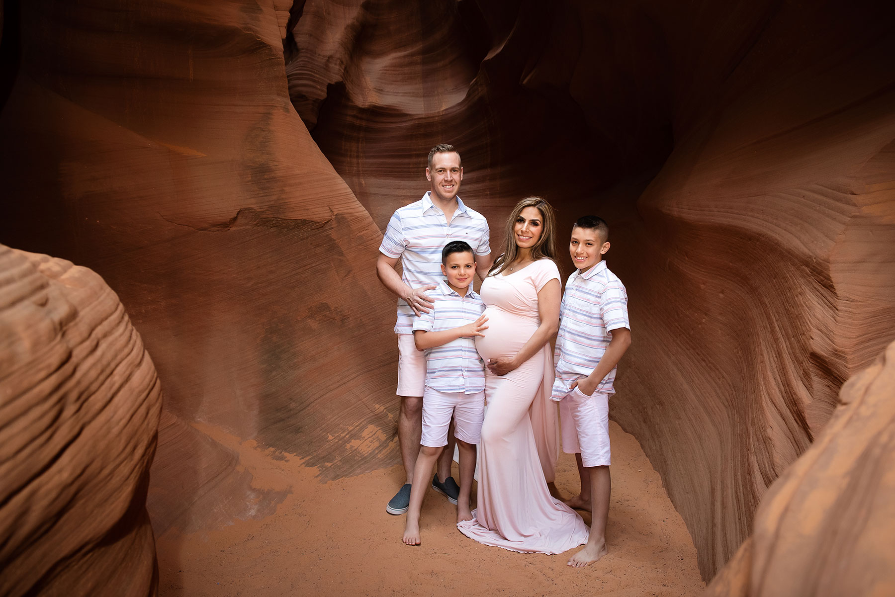 Slot-Canyon-Family-Portraits-1